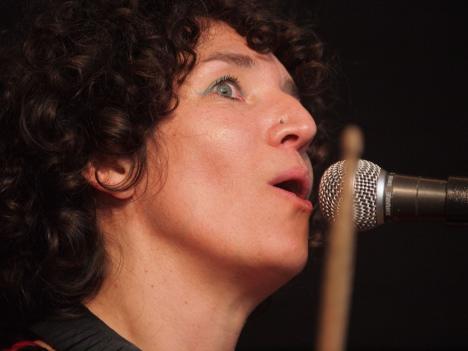 SImone zingt