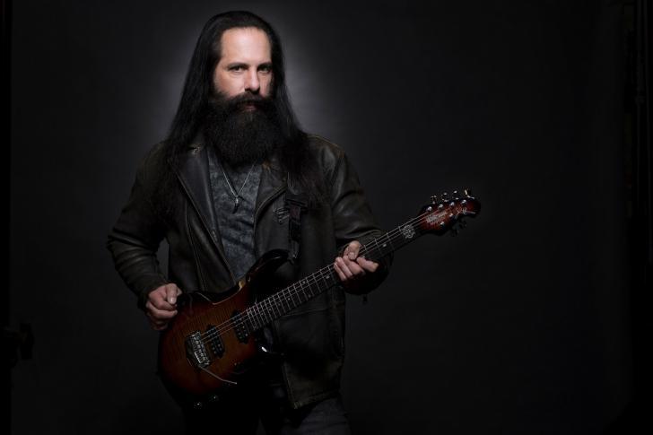 De zijprojecten van SEGA awardwinnaar John Petrucci