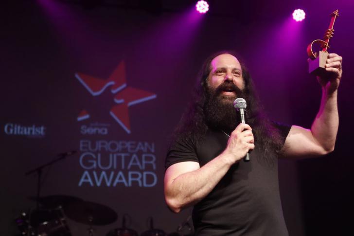 Live verslag uitreiking aan John Petrucci van de Sena Performers European Guitar Award