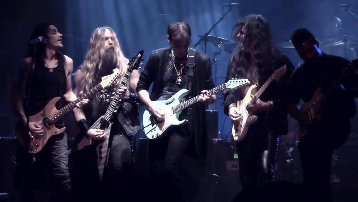 Steve Vai spreekt uitgebreid over Generation Axe en de toekomst van gitaarversterking