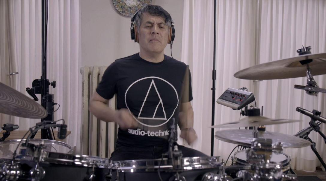Welke microfoons gebruikt Juan van Emmerloot om zijn drums op te nemen?