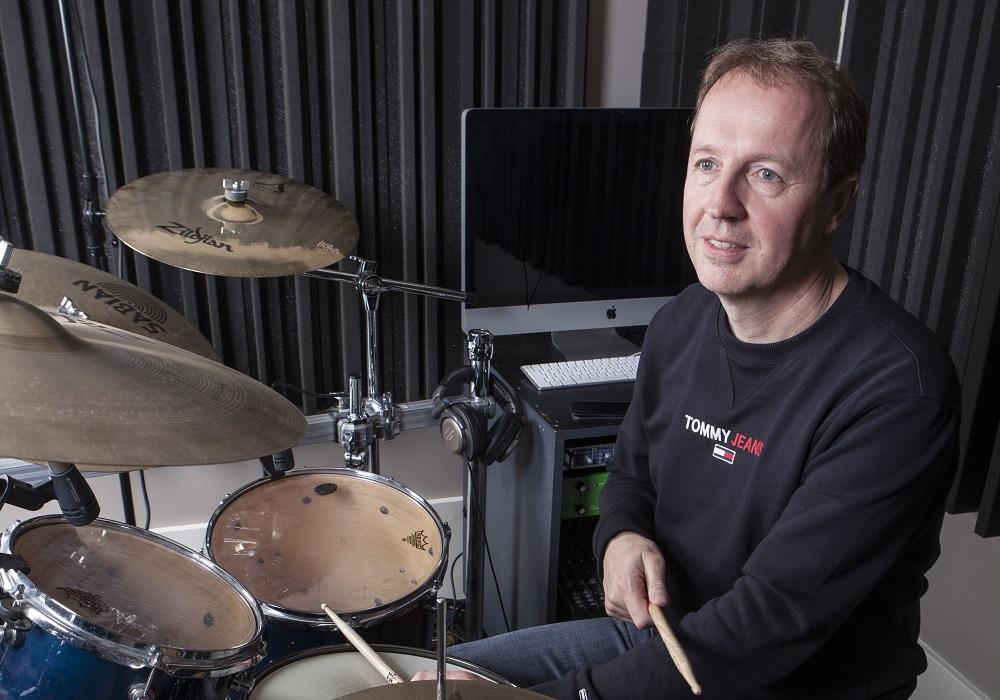 Edwin Evers drumde alle songs op De Tijd zelf in