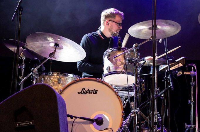 Remon Hubert - De ultieme Hydrid Drummer bij Caro Emerald