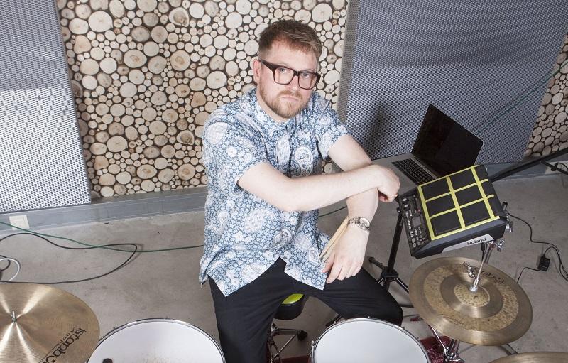Remon Hubert - De ultieme Hybrid Drummer bij Caro Emerald