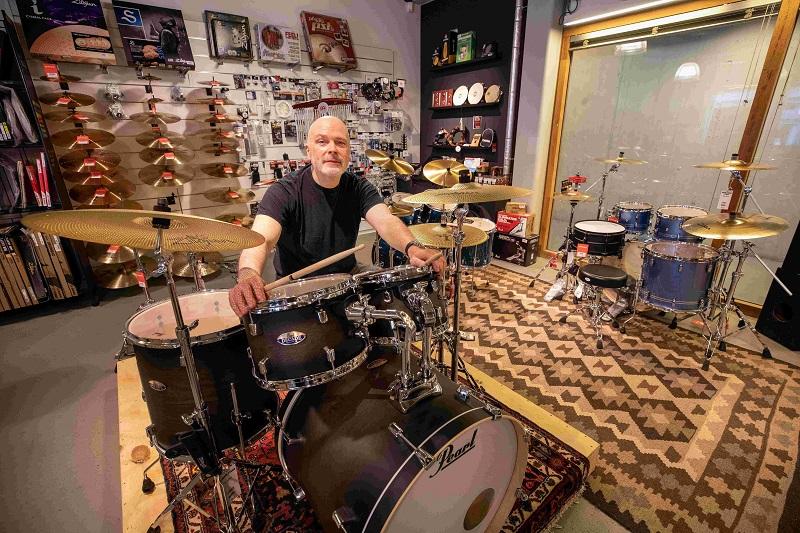 De 30 Keymusic-winkels van Wild Romance-drummer Jan 't Hoen