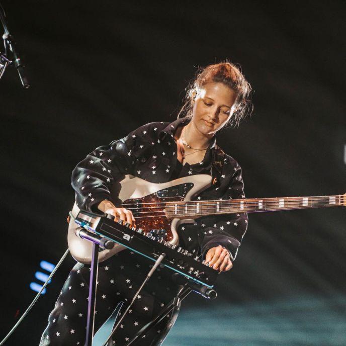 Froukje bassist Pieteke Dik is De Bassist Talent