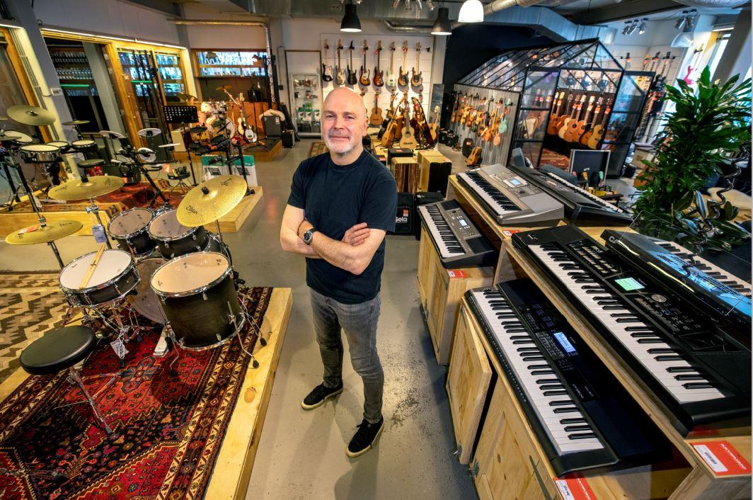 Bassen in 30 Keymusic-winkels
