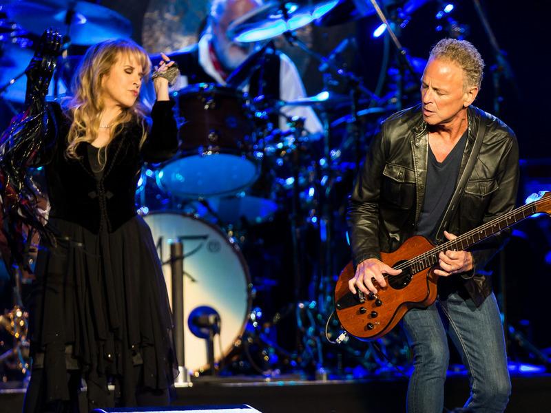 Open podium: Fleetwood Mac - Go Your Own Way