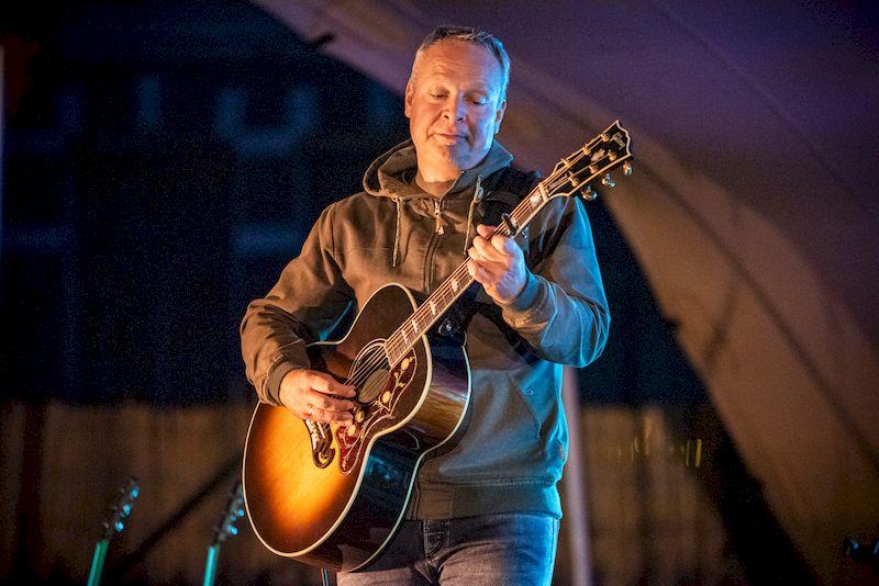 Dennis Huige: 100 procent akoestisch op nieuw album Racoon